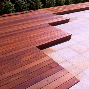 BALWYN - Merbau boardwalk and graduated deck with wire balustrade.